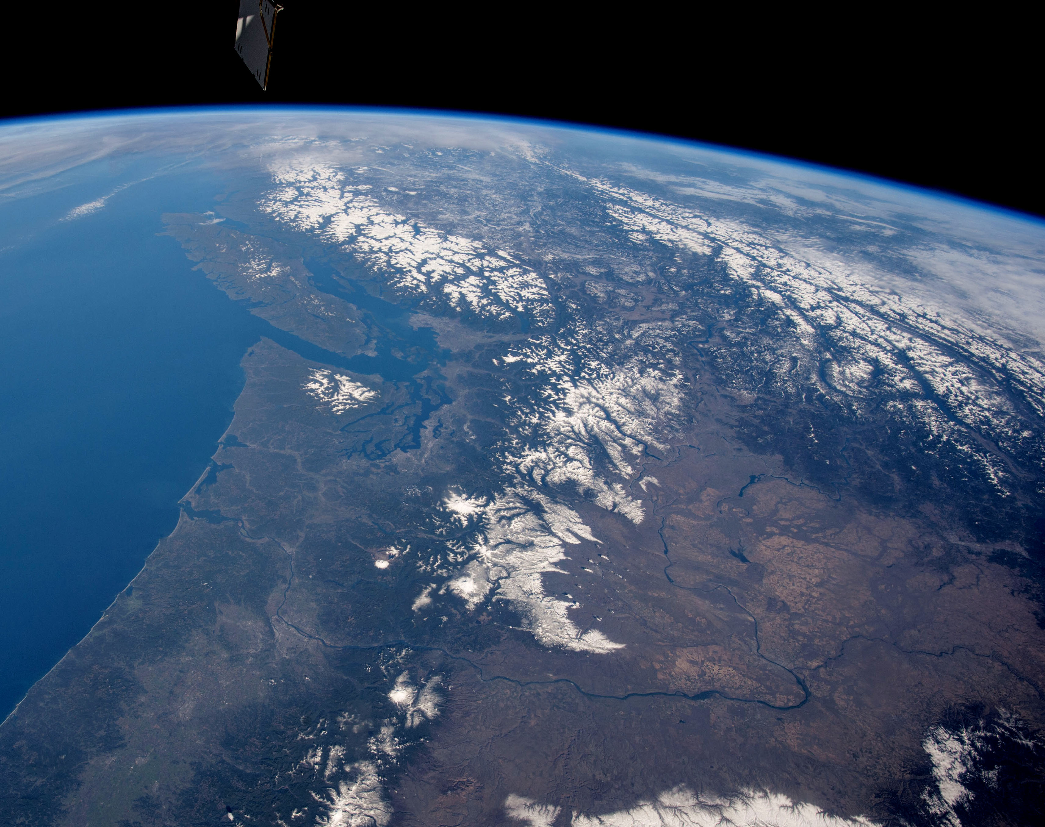 ISS042 E 294596 pacific