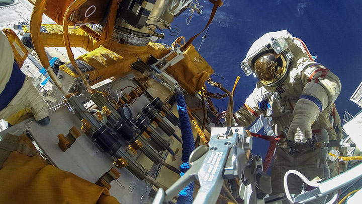austronaut spacewalk experiment