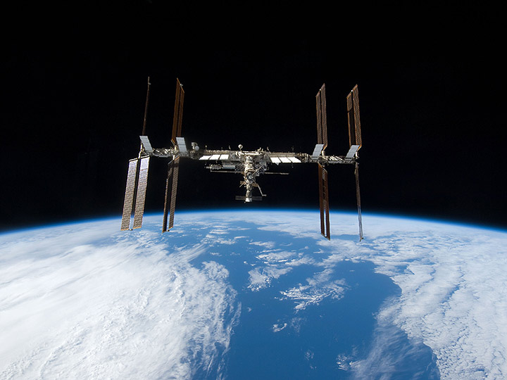 iss seen from shuttle discovery 2009