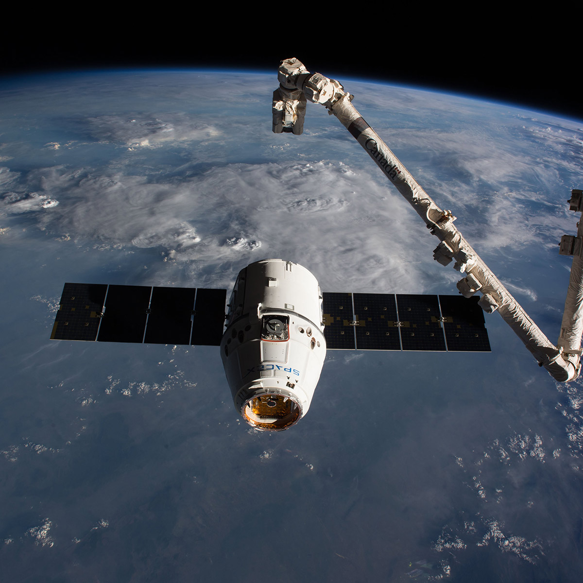 spacex arrives station